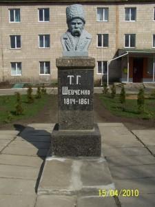 Пам'ятник Т.Шевченку на території районної лікарні